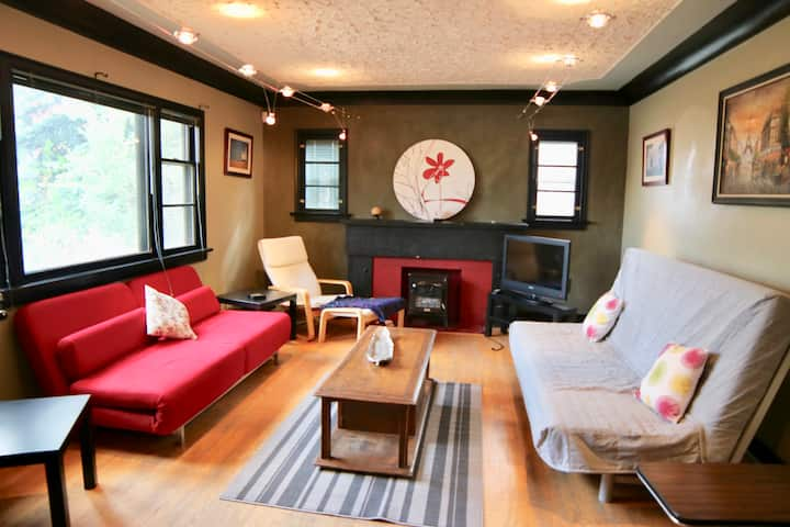 Cozy, Character & Perfect Location! Work Options