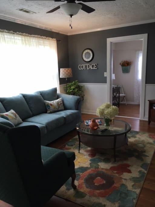Livingroom looking toward the reading room
