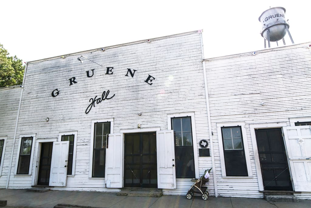 A Two-Step from Gruene Hall