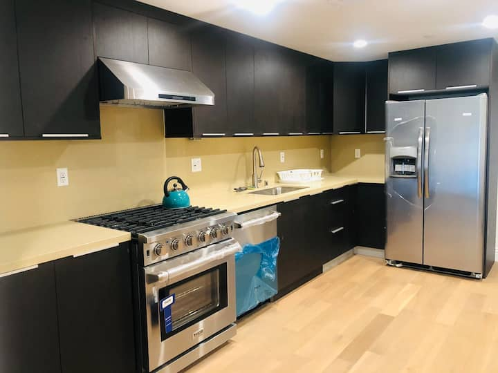 Brand new 1 bed and 1 bath condo in Town