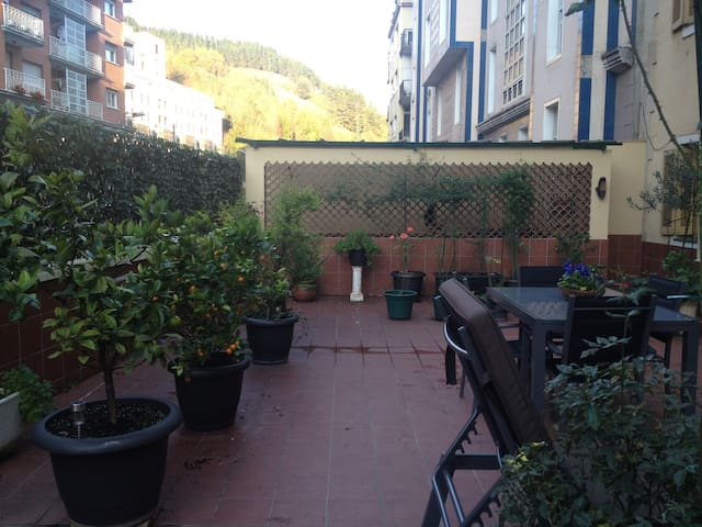 Large flat, cozy, quiet and spacious terrace. - Eibar - Daire