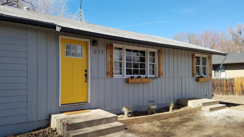 Classic Modern close to everything! - Fort Collins - Dom