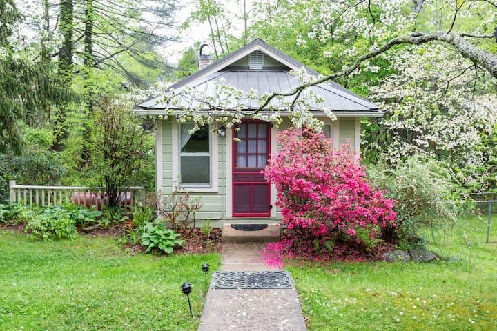 Cottage on Laurel