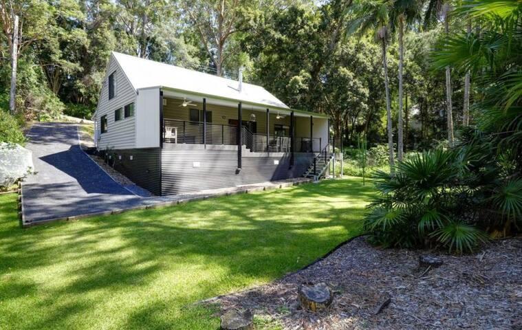 Lakeside Cottage Retreat