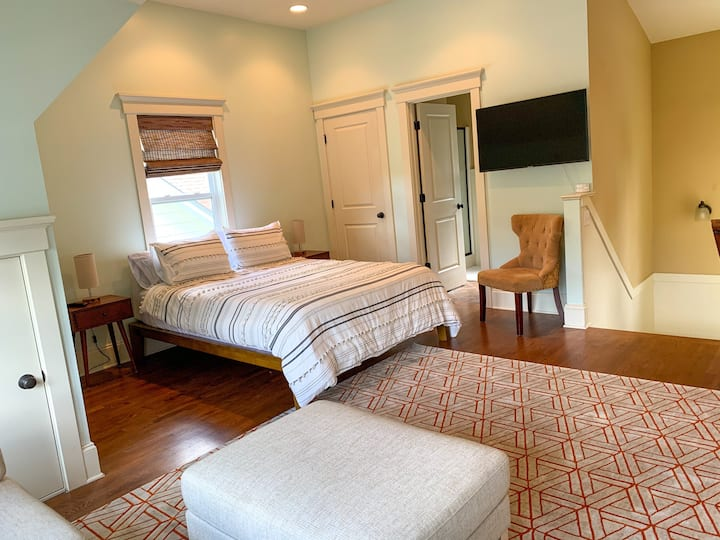 Great Studio Apartment - Walkable to Downtown!