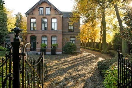 Villa Neeckx: Limited Rooms, Unlimited Hospitality - Lommel - Bed & Breakfast