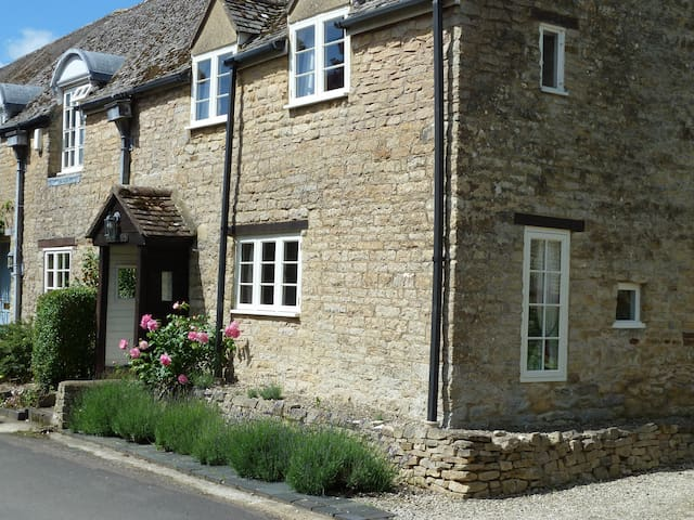 Get Away to The Cotswolds: Cottage Holiday