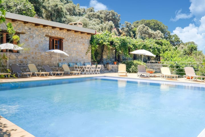 Inviting Villa in Palaiochora with sea and mountain views