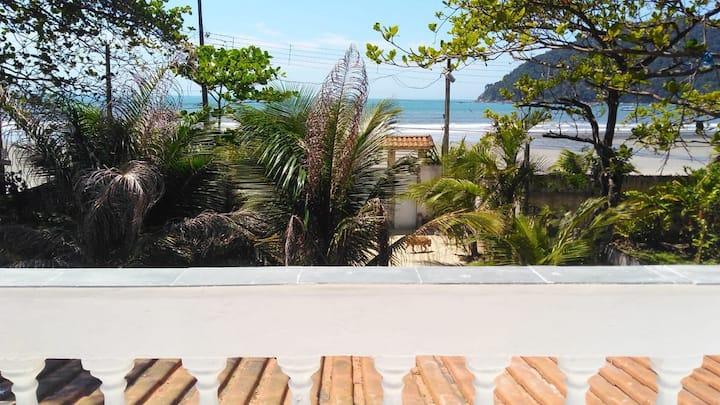 Casa de frente para o mar no Guarujá