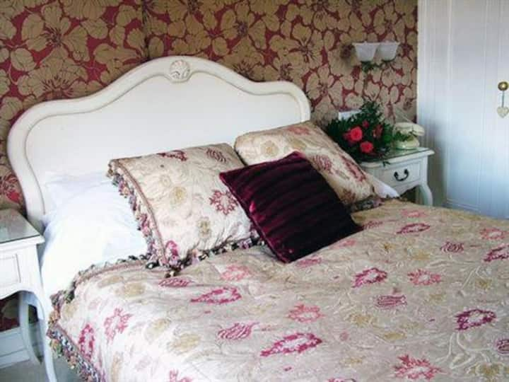 Family room-Ensuite-Double and 2 Single Beds
