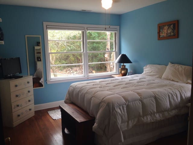 Dog Friendly, Spacious 4BR Brick Ranch with Gym #2 - Morehead City - House