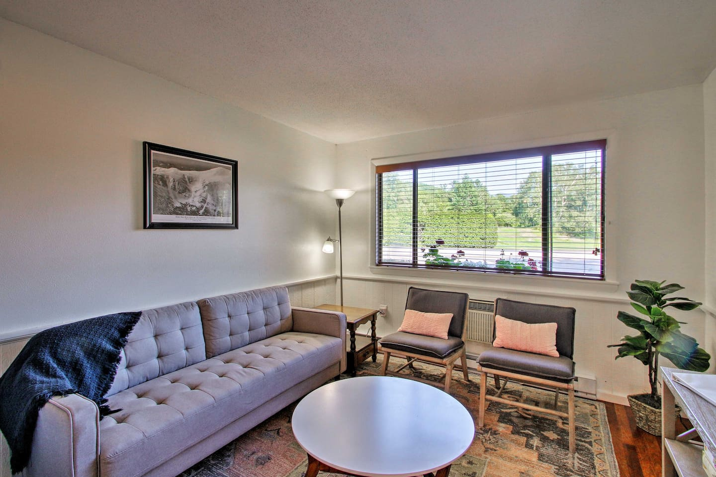 This 2-bedroom, 1-bath vacation rental offers space for up to 6 travelers.