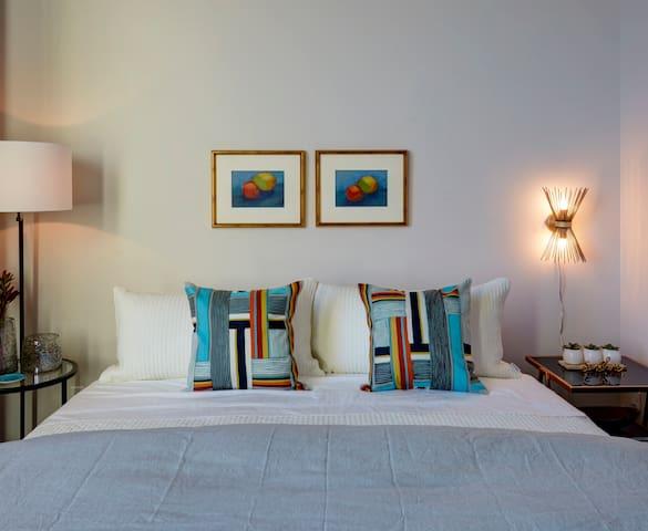 Kinn Guesthouse MKE Suite #2