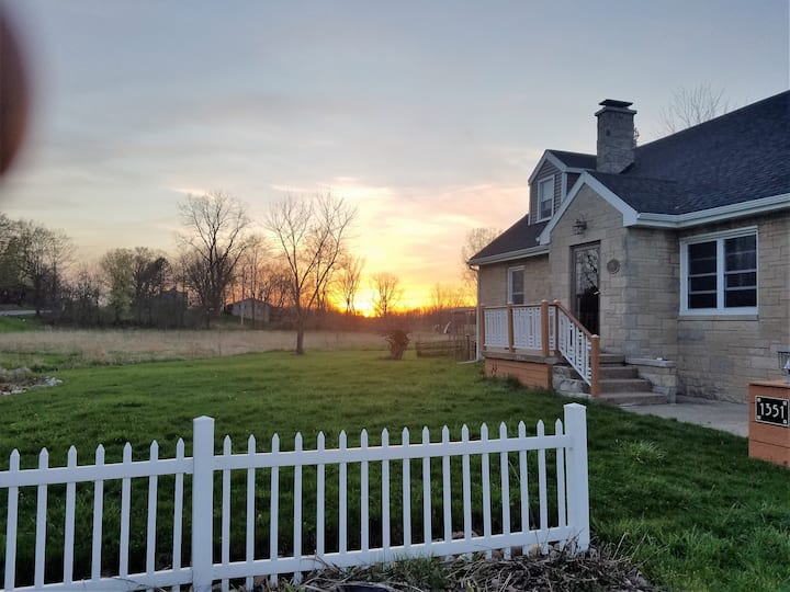 2500sf 4BR home on 15 private acres in Wine Co.