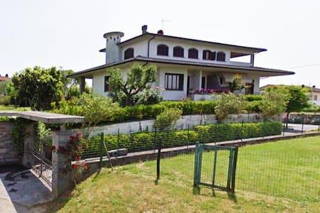 DALLA ROSY - Montecarlo - Vila