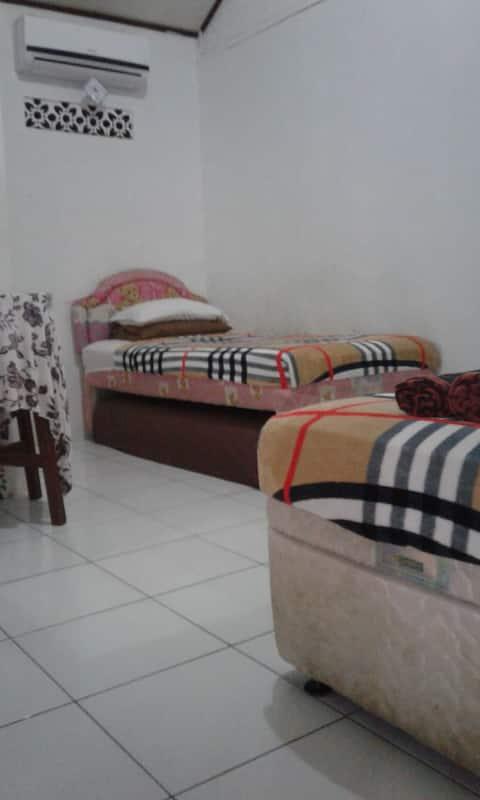 Villa Hannah Double with ensuite. 4 single beds