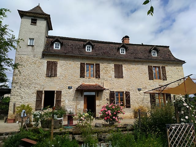 Liourdres maison typique du Quercy