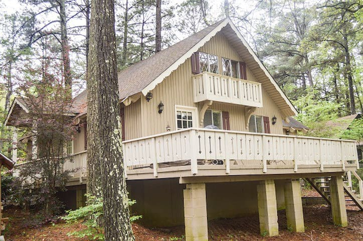 Lakeside chalet, very nice - Pine Mountain - House