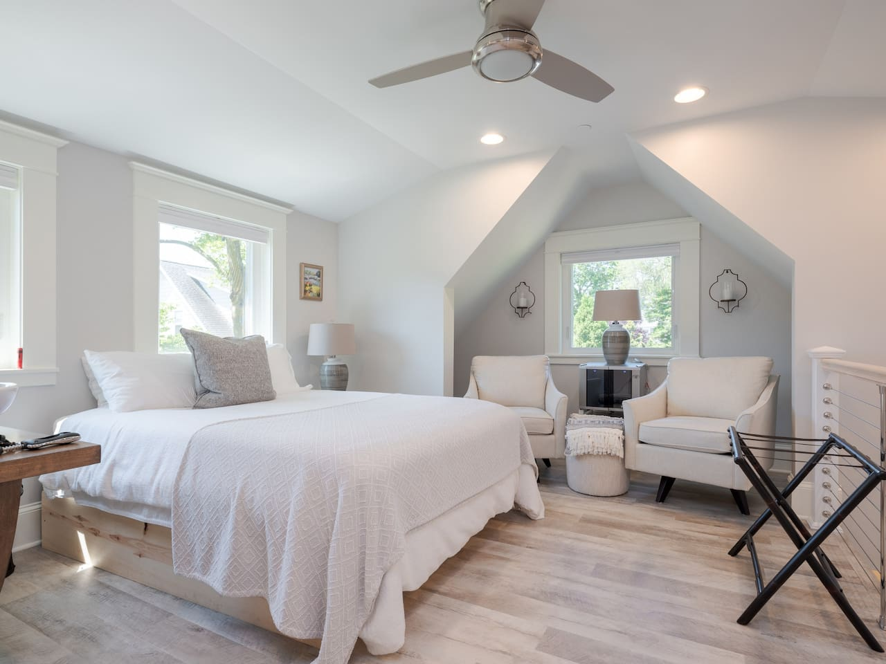 Designed and furnished with a spa-like setting in mind. Total comfort for a delightful weekend getaway in Annapolis!