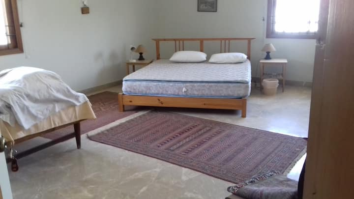 """Spacious Luxury Suite (""""S""""), King bed + Twin bed"""