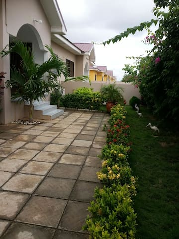 LOVELY 3 BEDROOM HOUSE WITH 24HR SECURITY - Tema Metropolitan