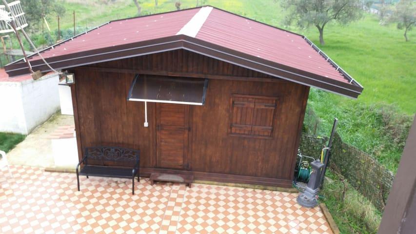 Capua-casetta in campagna pressi caserma Salomone