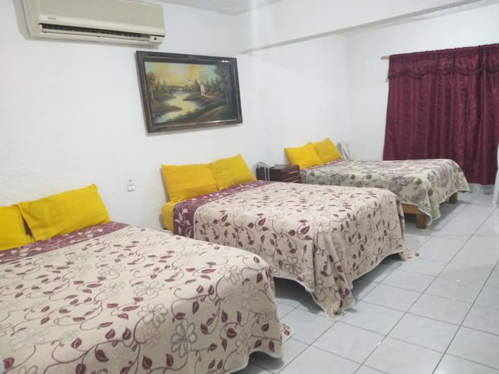 Hermosa suite triple con sofa cama y cocina
