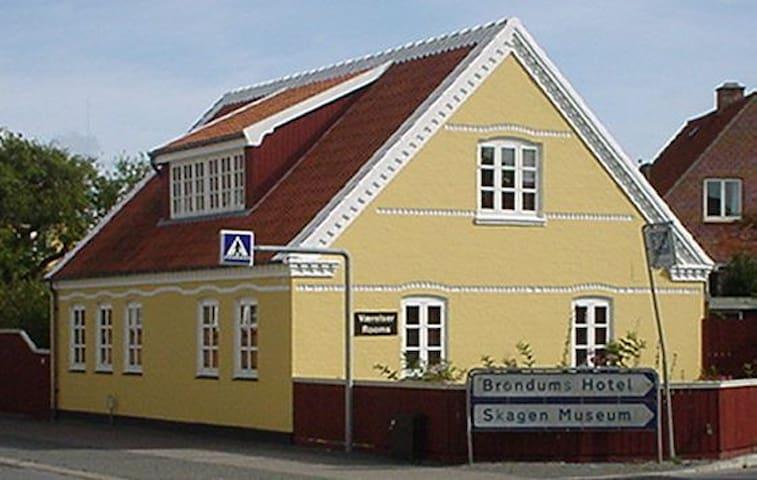 Skagen huset ligger i Skagen midtby
