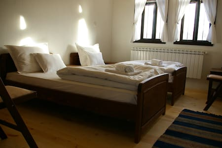 Guest House with Barbecue and lovely yard - Veliki Preslav - Apartment - 2