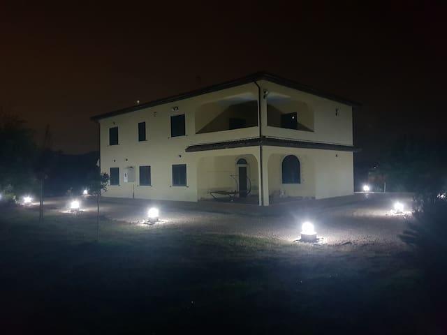 Villa immersa nella natura a Piana Di Monte Verna
