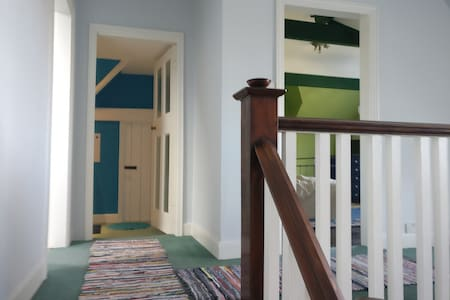 2 bedrooms on top floor in bohemian Moseley