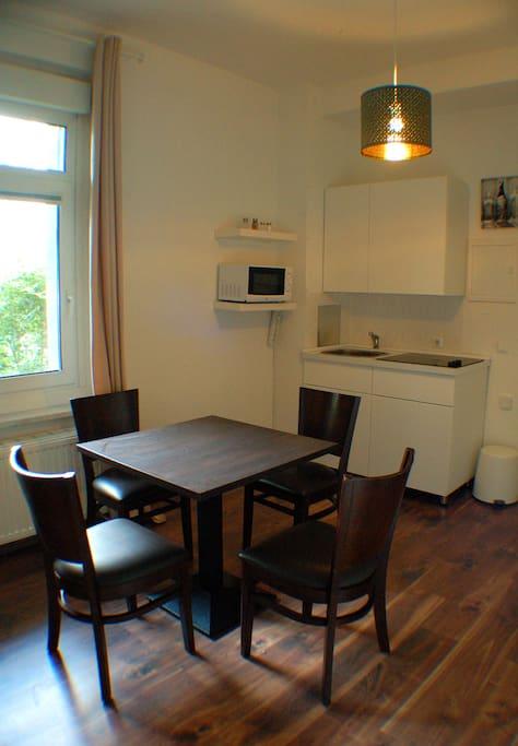 Wohnbereich mit Einbauküche