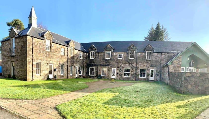 Castle Steadings - Loch Lomond