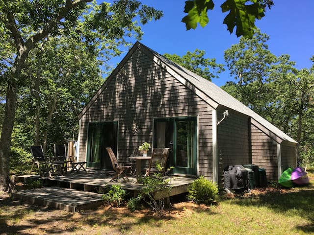 Stunner Chappy Cottage Near the Beach! - Edgartown - Haus