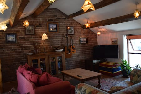 Quirky cosy Cottage