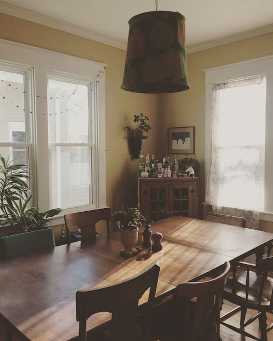 Dining room that seats 8