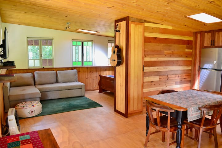 Crystal Waters Cottage - cosy wildlife retreat