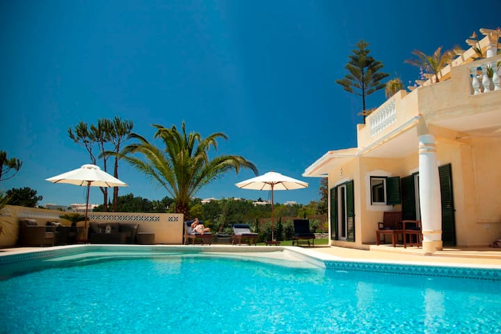 Vila Viva - Rooms in Spacious villa with pool