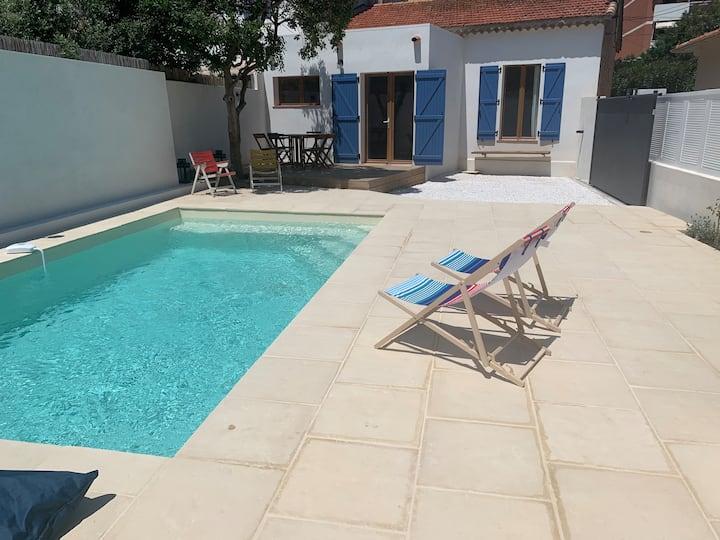 villa avec piscine à 5 min à pieds des plages /A2