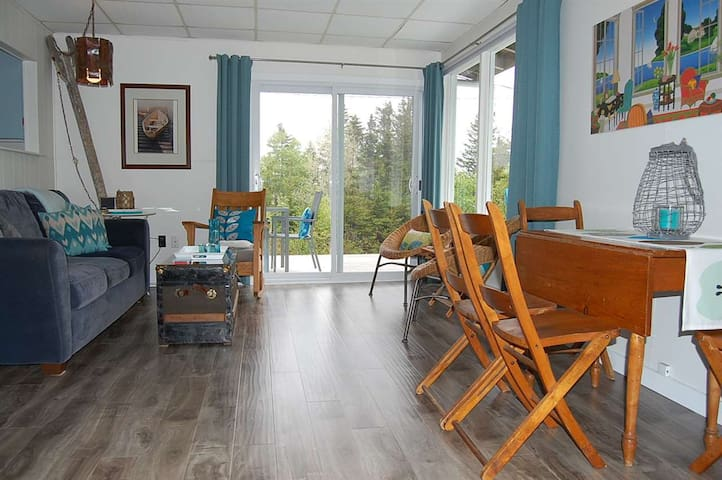 Surf & Sand Retreat - Hubbards - Cottage