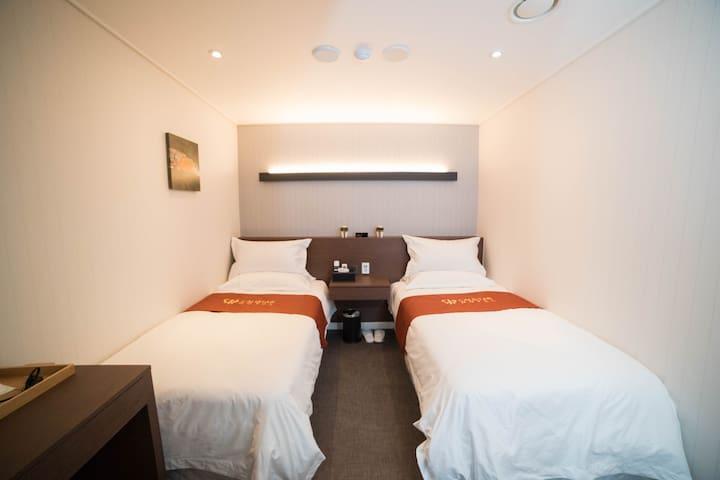 [Myeongdong] #005 , Twin Room , Breakfast