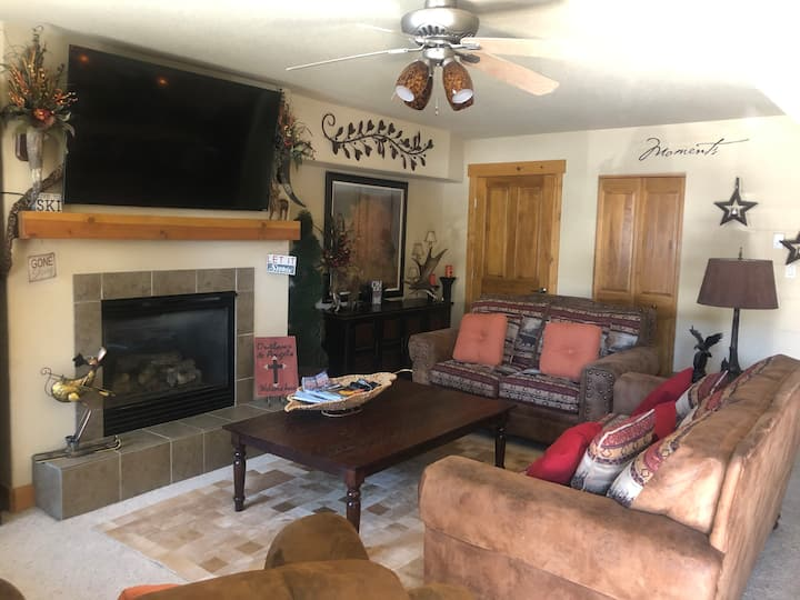River run Retreat  Cozy and charming retreat downtown Steamboat ....steps from the Yampa river!