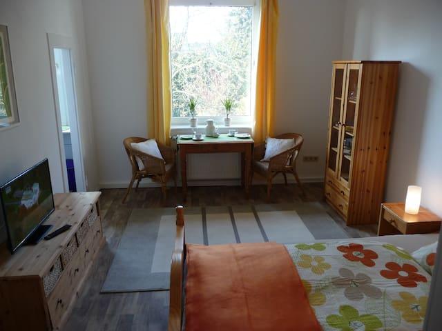 Zimmer mit Duschbad und Miniküche