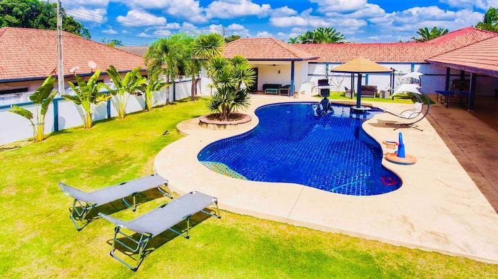 Escape in Pattaya  : Pool Villa & Jacuzzi, 4/5 BDR