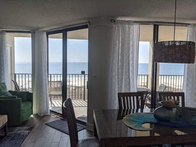 Large Beachfront WOW CORNER,av. 8/31-9/4, 5 * prop