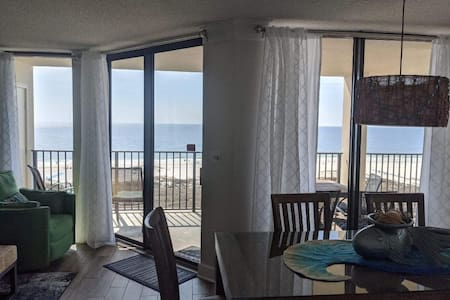 WOW Beachfront CORNER 3 BR,AV.Oct 10-13 & 10/25,5*