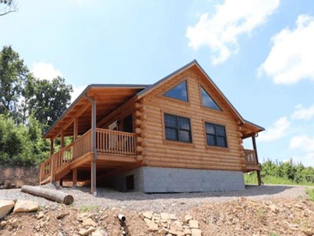 Hocking Hills Log Cabin on 10 acres!