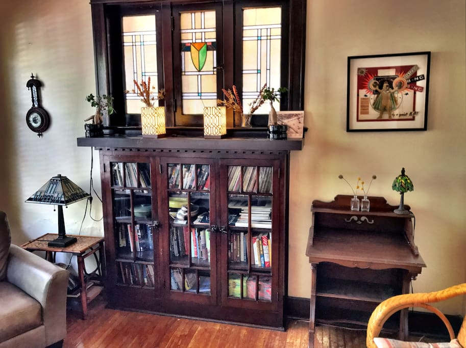 Lots of original wood and stain glass. We have a turntable and some vinyl if you are looking to enjoy the evening. There will be some beer in the fridge and a bit of booze in the cabinet if you're looking to make it extra relaxing.