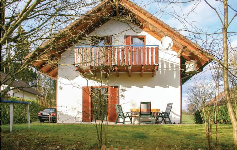 Holiday cottage with 4 bedrooms on 93m² in Kirchheim