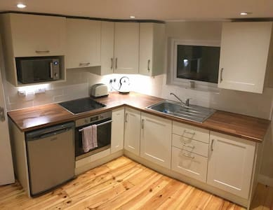 Mountpleasant 1 bed spacious apartment